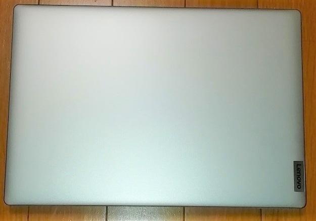 Lenovo ideapad slim 150はシルバー非光沢で見た目が美しい